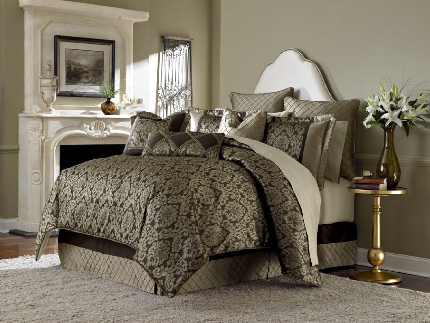 Michael Amini Imperial Comforter Bedding Set By Aico